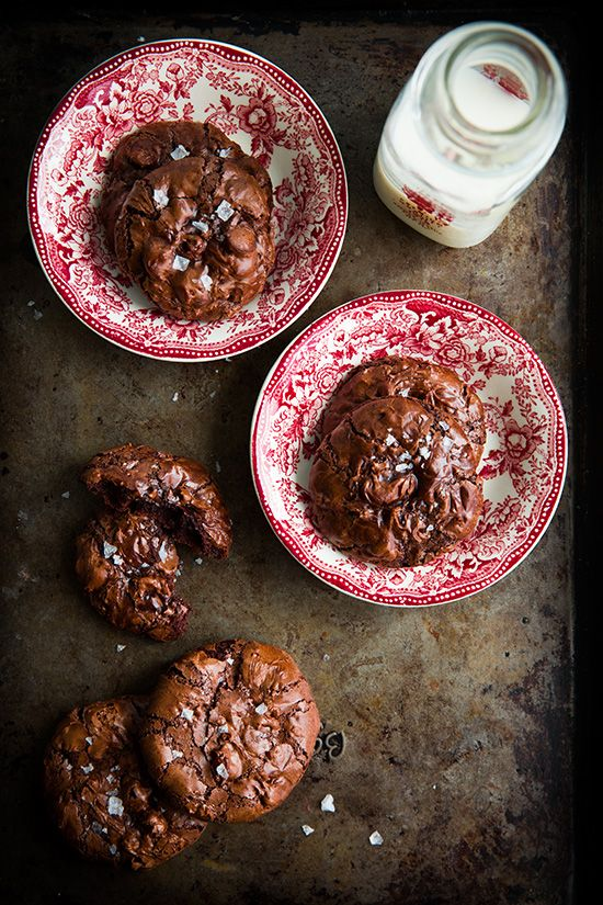 Bolachas de chocolate, sem farinha. ✻ Flourless chocolate cookies.
