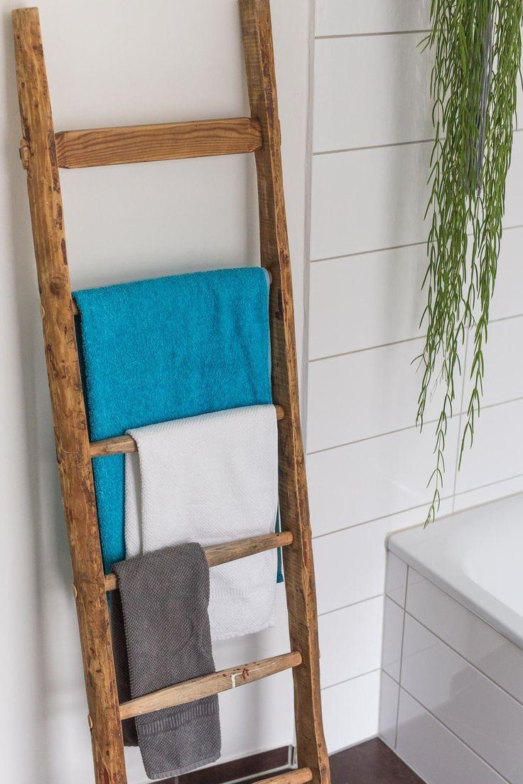 Dachbodenfund: Eine alte Leiter wird zum # Handtuchhalter in #badezimmer! #leben … #WoodWorking