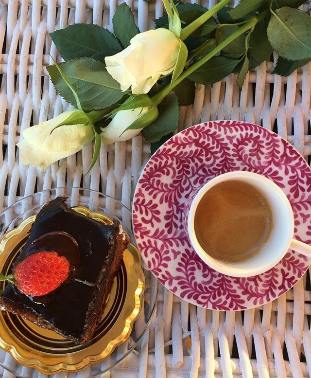 Buona Domenica ☕️ . . #caffe #colazioneitaliana #thewomoms #creativityinmybreakfast #piattitipiciregionali #lemillericette #secucinatevoi #pics_at_home#snap_ish#instafood #goodmorning#pastry #bloggalline #notonlymama#lory_teacup #lory_vintageandcountry #