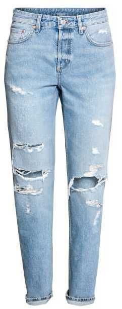 Click photo to shop affiliate link! 💋How cute are these H&M Boyfriend Low Ripped Jeans? They are less than $40! In Love!💋