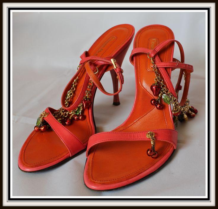 Voglia d'estate!!! #CesarePaciotti color corallo con pendenti... edizione limitata!  http://bit.ly/1mUbBPw