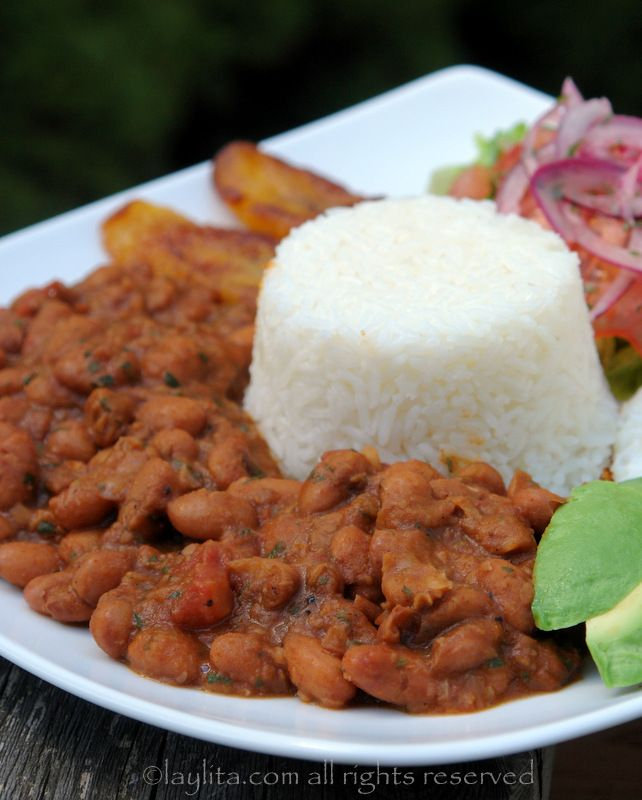 Menestra de porotos is an Ecuadorian bean stew, made with beans simmered in a sauce of onions, tomatoes, garlic, cumin, chili powder and cilantro or parsley.