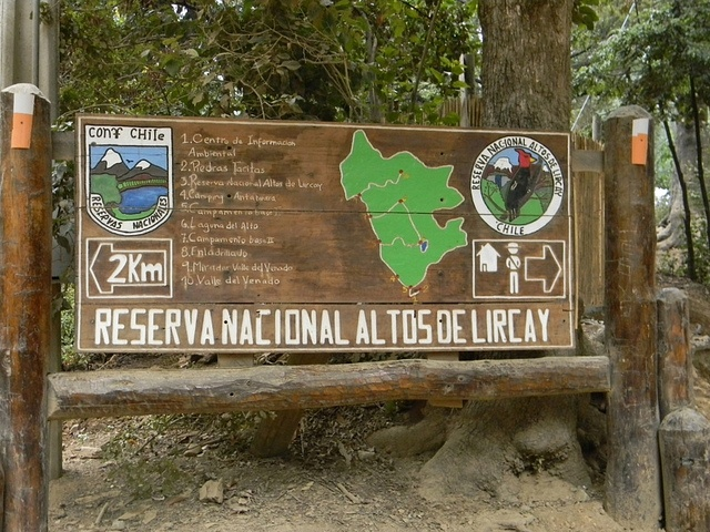 Acceso Reserva Nacional Altos de Lircay by Lucia Abello A, via Flickr