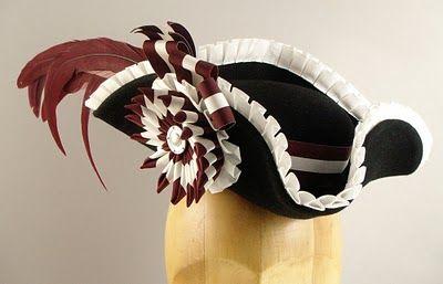 KEVENHULLER. Sombrero con ala ancha que estuvo de moda hacia 1740.