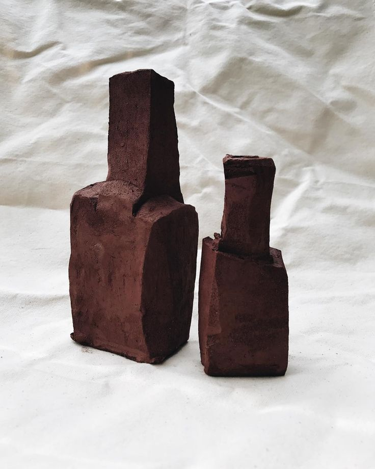 """Mi piace"": 220, commenti: 29 - Ella Bendrups (@ellabendrups) su Instagram: ""New carved bottles drying out. - - - - #ellabendrups #australianceramics"""