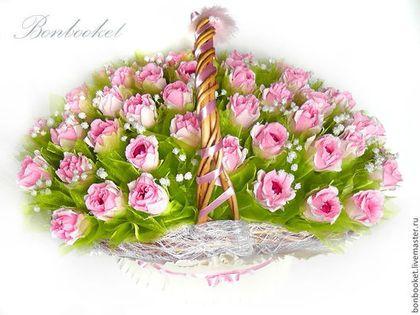 Букет из конфет. Букеты из конфет в корзине. Букет розовых роз из конфет. Букет из конфет на свадьбу. Букет роз. Корзина роз. Букет из роз.