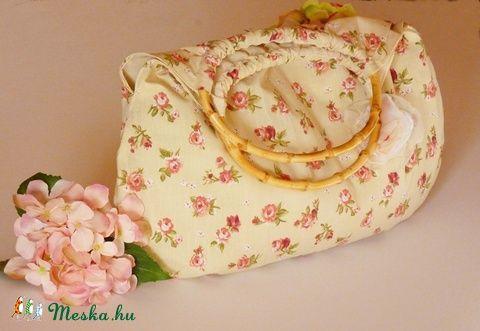 AkciÓ! Angol rózsás retró táska + ajándék kitűző (pannika) - Meska.hu