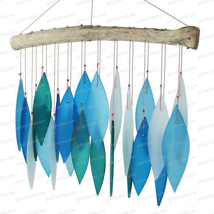 Tonalités de bleus pour ce mobile carillon en verre fait à la main. Disponible…