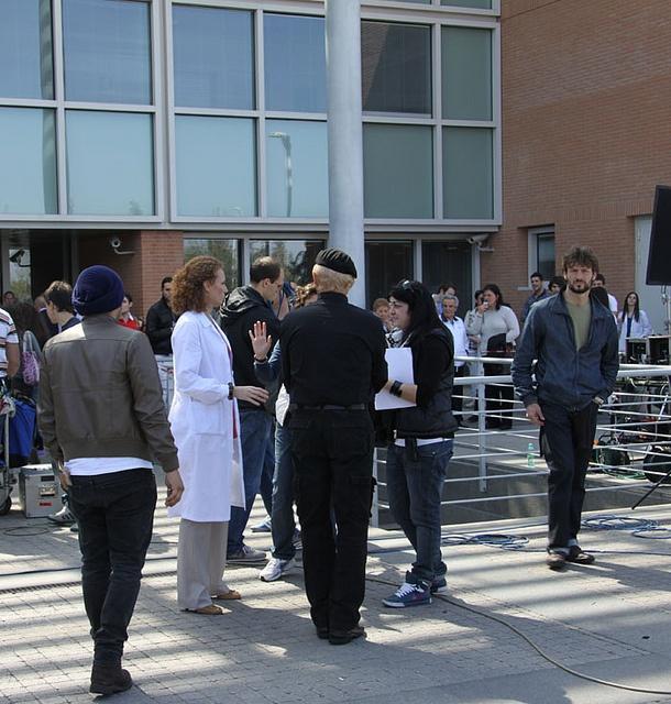 Don Matteo al Campus Bio-Medico: fermento davanti all'ingresso principale del Policlinico, per la presenza del cast.