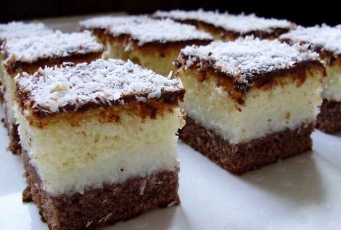 Lahodné kokosové řezy s čokoládovou polevou. Kokos je velmi oblíbený v sladkých dezertech a tento dezert je opravdu vynikající. Mňamka!