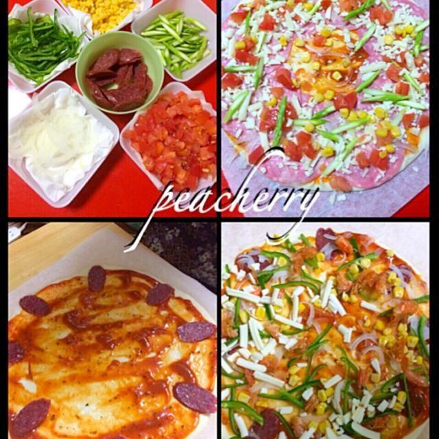 今日は母が姉妹のリクエストにこたえて実家でピザ作り〜°˖✧°˖◝( ´͈ ᗨ `͈ )◜˖°✧˖° 私と母で野菜を刻み…((o(∵~エ~∵)o)) ア゙ジィィ・・・ 姉妹はトッピング…刻みから手伝え〜 さぁて今から焼きに入りまぁす♡ - 41件のもぐもぐ - 今夜は実家で手作りピザな晩ご飯 by peacherry