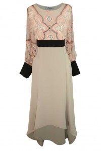Sukienka dla indywidualistek. Mi się bardzo podoba z tego względu że trochę jest hipisowska z dozą elegancji. Świetnie ona wygląda