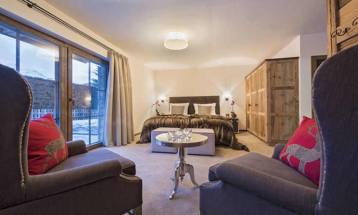 All double bedrooms have a lounge area #luxurychalet #corporate #stanton #skiholiday