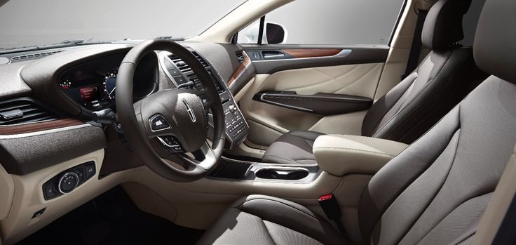 If there is anything for which the Lincoln Motor Company is particularly well-known, it's the high-class quality of the interior appointment...