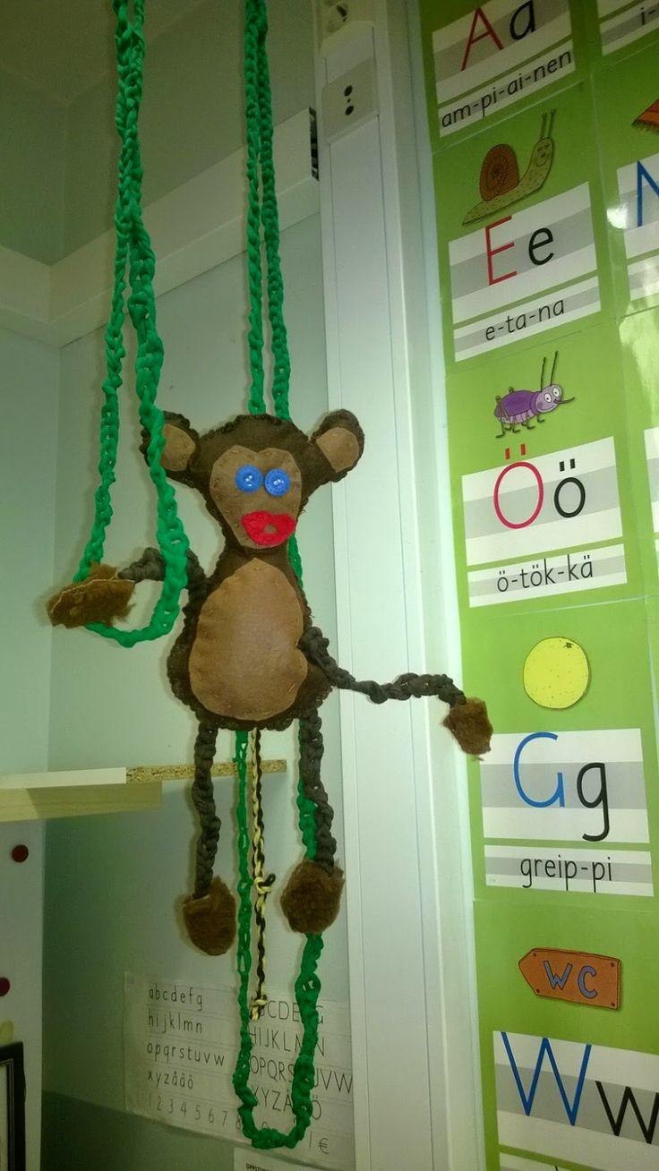Apina:) ompelua ja virkkausta....