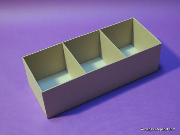 Si quieres saber cómo se hace una caja de cartón gris, en este artículo tienes la primera parte del tutorial paso a paso para construirla y forrarla con papel, con las técnicas que utilizan los enc...