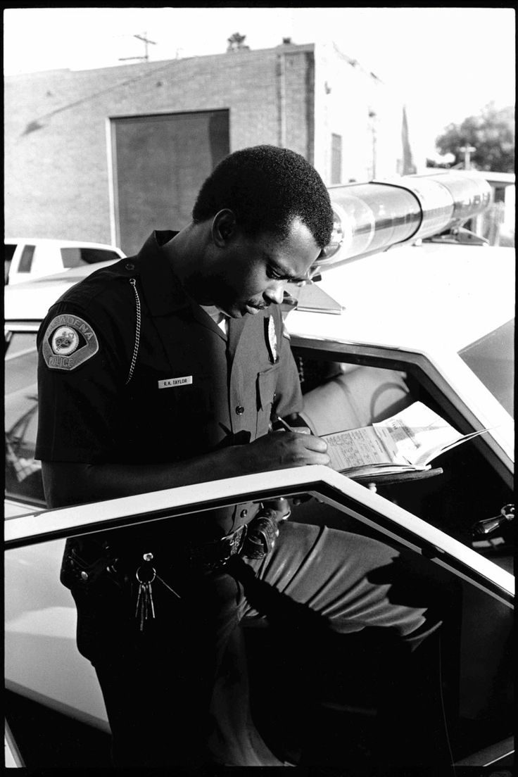 Unbelievable Vintage Photos Show Los Angeles Police Officers During The 1980s Crack Epidemic | Business Insider
