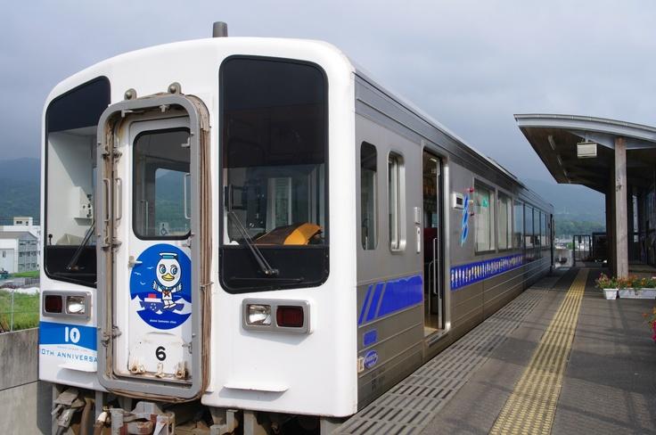 Tosa Kuroshio Railway 9640 type train in Nahari station, Kochi