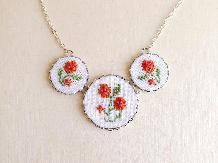 Florale Kreuzstichhalskette // floral cross stitch necklace by skrynka via dawanda.com