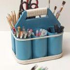 Tutorial detallado con fotografías e instrucciones para hacer un organizador de herramientas para manualidades utilizando latas de conservas vacías.