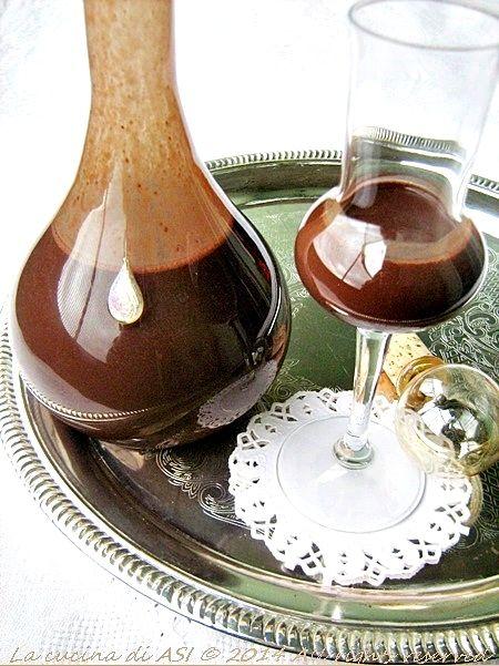 Liquore al cacao homemade un liquore cremosissimo e goloso realizzato con latte zucchero cacao Ricetta liquore al cacao homemade
