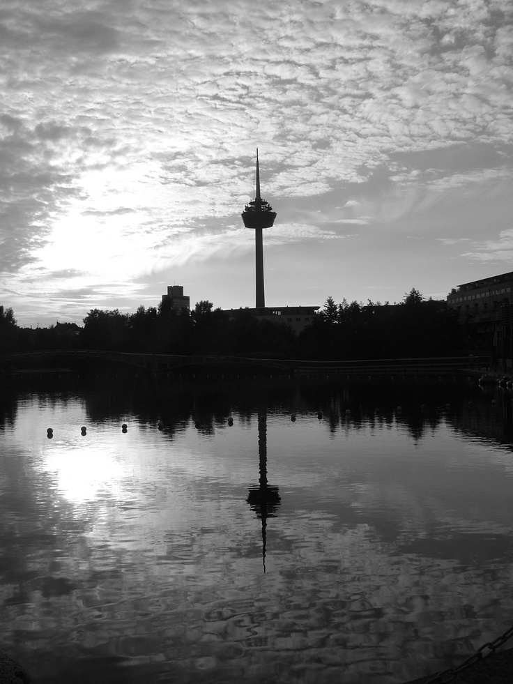 "Refle""k""tion > Cologne TV Tower"