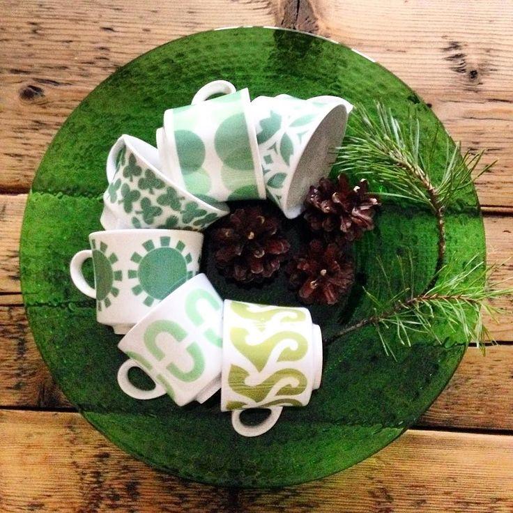 Old green vintage cups Arabia Finland and Oiva Toikka Kastehelmi plate