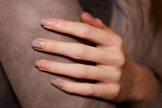 Beige minimal nail