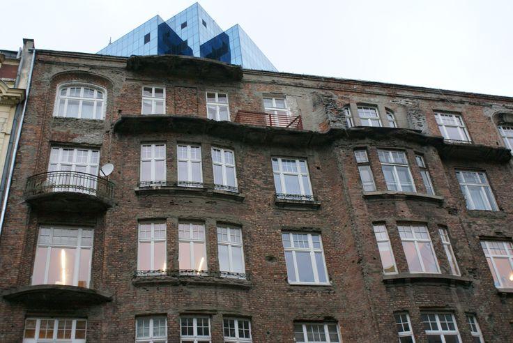 Budynek powstał w latach 1911 – 1912. Został zaprojektowany przez znanych architektów Wacława Heppena i Józefa Napoleona Czerwińskiego dla Natana Morgensterna, zamożnego przedsiębiorcy. Był on również prawdopodobnie właścicielem domu bankowego przy ul. Gęsiej 1. – We wnętrzu kamienicy zachowały się schody marmurowe, balustrady, sztukaterie na sufitach oraz elementy wyposażenia, takie jak piece kaflowe