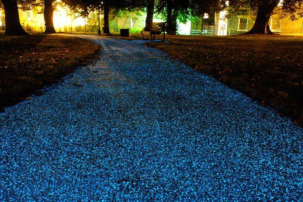 太陽光を吸収し、夜に美しく光る歩道:発光する表面塗装材「Starpath」で実現 «  WIRED.jp
