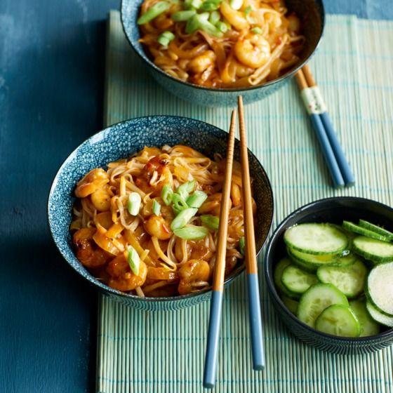 Singaporese laksa curry met rijstnoedels en garnalen
