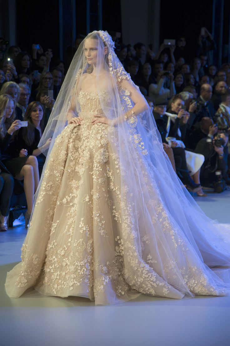Pin by rosie lujan on 2014 haute couture bridal gowns for Haute couture wedding dresses