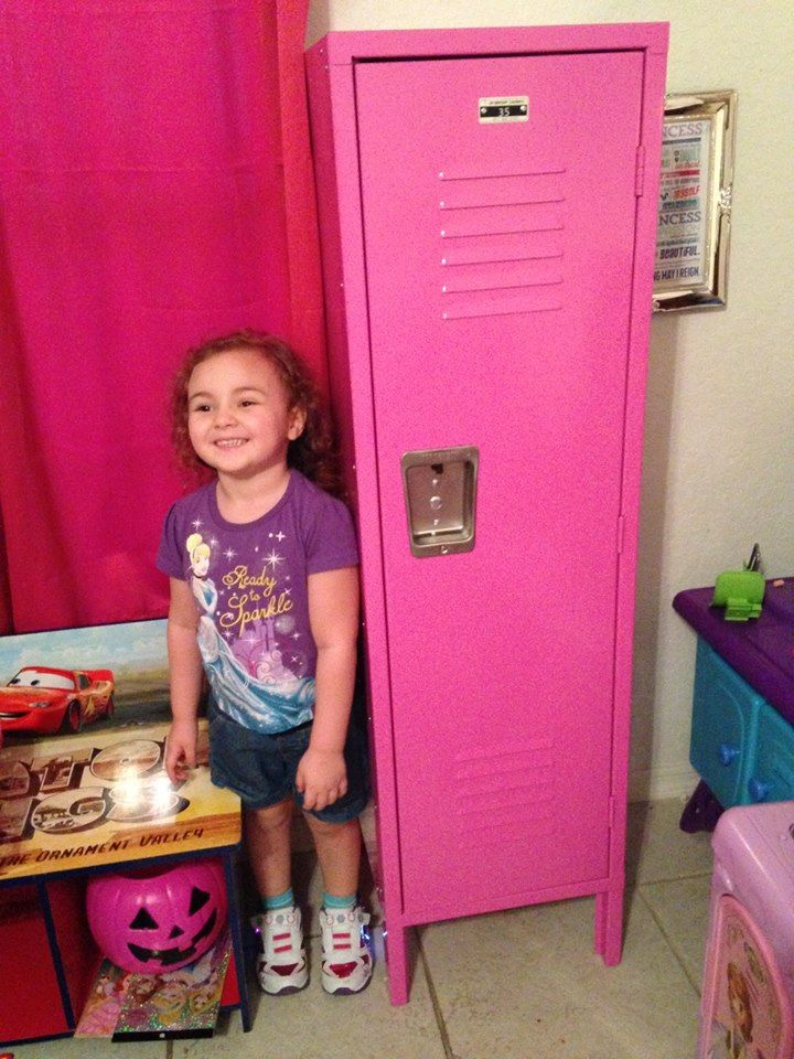 How perfect is our pink kids locker in a little girl 39 s for Little kids room