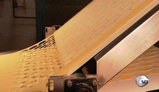 Voor er Pringles zijn, is er één groot Pringle-vel. En daarvoor is er Pringle-poeder, zo leert dit filmpje gemaakt door Discovery Channel in de fabrieken w...