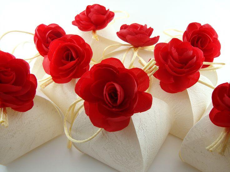 Oiii pessoal, Este debate criei para ajudar a vocês escolherem as lembrancinhas do seu casamento! Segue algumas idéias! Abridor de Garrafa Copos de Acrílico Sacolinhas Compota de doces Chaveiros Caixinhas em MDF Maça do Amor Caixinhas de papel Grampo