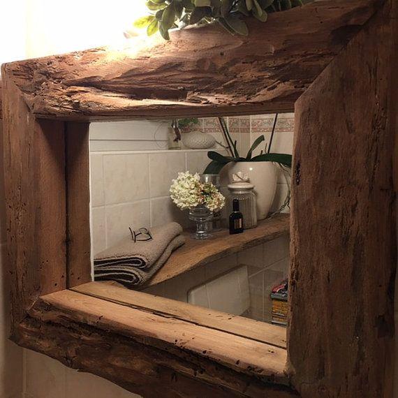Dieser kompakte Spiegel verschönert die kleinste Wand in Ihren Räumen. Der massive, dicke Rahmen ist aus sehr altem Eichenholz. Der Rahmen hat eine Stärke von 8 - 10 cm, dadurch kann man die Innenseite des Rahmens sehr gut als Ablage nutzen. Gesamtmaße des Rahmens: 65 cm x 50 cm Rahmenstärke / Holz 13 cm Halter für Befestigung an der Wand sind auf der Rückseite des Spiegels angebracht. !!!!Spiegel wird auf einer kleinen Palette, durch Spedition geliefert!!!!! Spiegel : Ca. 100 x 60 cm ...
