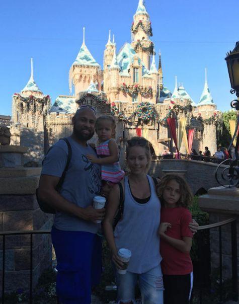 Hank Baskett and Kendra Wilkinson take their kids Little Hank and Alijah to Disneyland on November 9, 2016