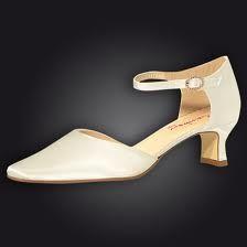 Bruid schoen van Rainbow Club collectie. €125,-- www.javinaro.nl / info@javinaro.nl / 06-25310131