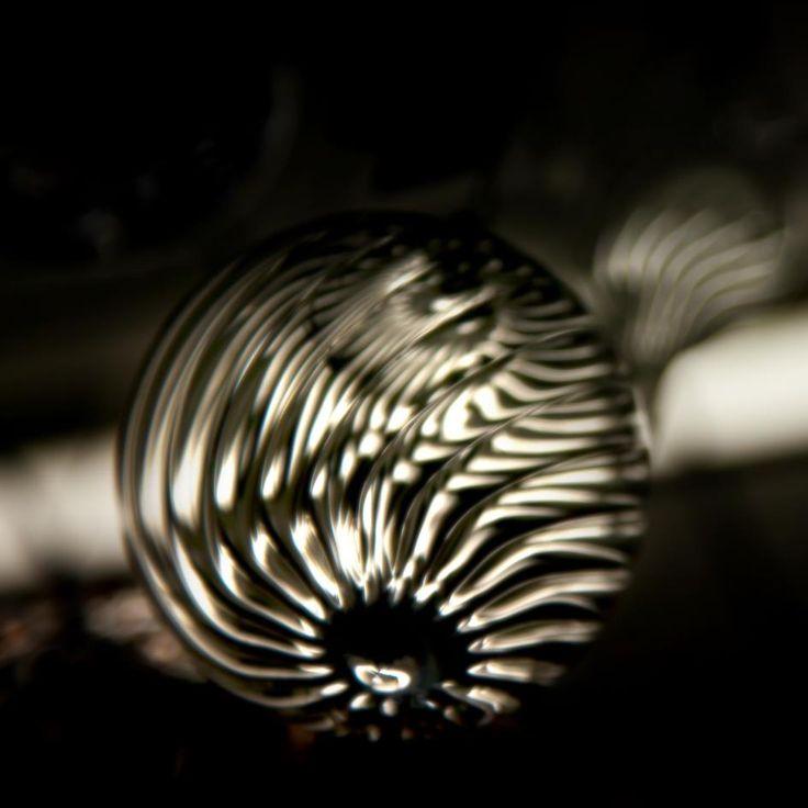 Gerillte hohle Glaskugeln in der Flamme wegen der besseren Lichtbrechung gedreht