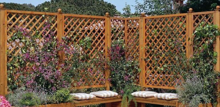 Treliças dividindo o jardim