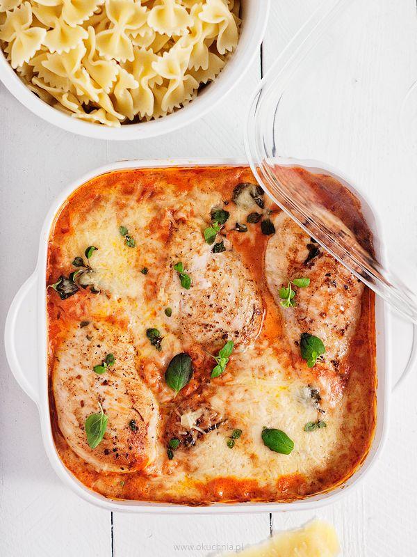 filety z kurczaka w sosie pomidorowym z parmezanem okuchnia