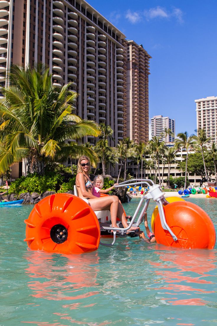 Looking for activities for kids in Waikiki Beach? Check out the lagoon at the Hilton Hawaiian Village Hotel
