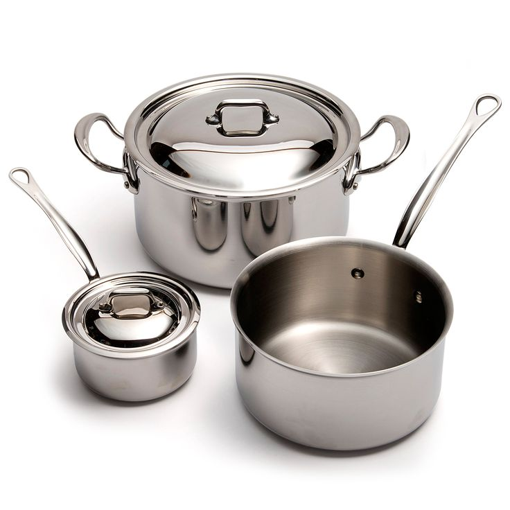 Square stainless steel cookware has encapsulated bases which ensure outstanding heat conductivity and are induction suitable.