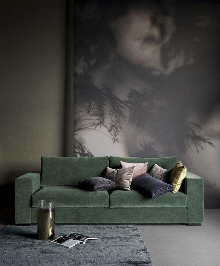die besten 25 gr nes sofa ideen auf pinterest samt sofa samtcouch und gr ne wohnzimmer sofas. Black Bedroom Furniture Sets. Home Design Ideas