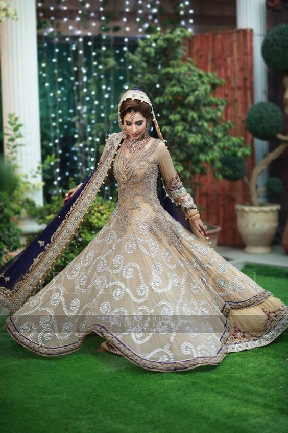 Latest Wedding Maxis Long Tale Dresses Designs Collection 2016-2017 (51)