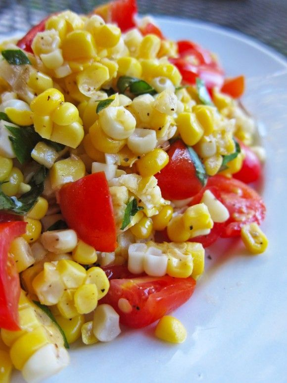 3 cups fresh white or yellow corn kernels (cut from about 6 ears of cooked corn) 20 cherry tomatoes, quartered 2 Tbsp finely chopped fresh basil 1 Tbsp finely chopped fresh flat-leaf parsley 1 Tbsp extra-virgin olive oil 1 tsp red wine vinegar salt and ground black pepper