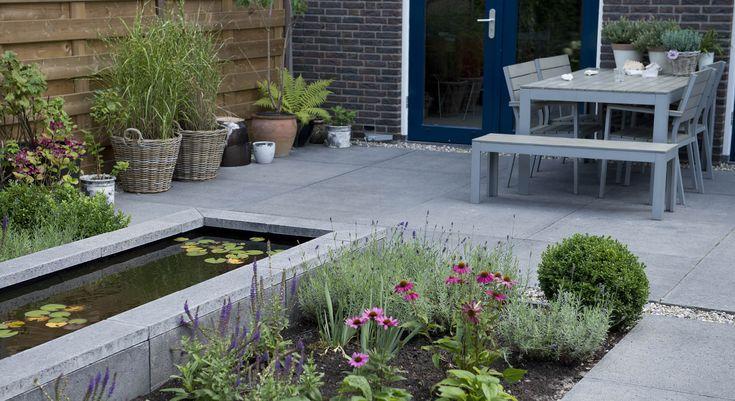Rodenburg tuinen moderne achtertuin bij een nieuwbouwwoning deze kleine achtertuin heeft - Tuin grind decoratief ...