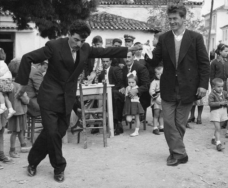 ΣΚΙΑΘΟΣ - 1960 - ΧΟΡΕΥΤΕΣ - ΦΩΤΟΓΡΑΦΙΑ WOLF SUSCHITZKY.