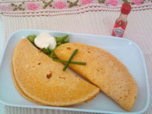 Eu achava que fazer comida mexicana era difícil, complicado e caro, então tortilha pra mim era só a espanhola. Até encontrar essa receita*, que me deixou com água na boca. Botei as mãos na massa e …