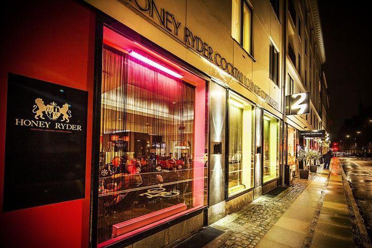 Dit boetiekhotel ligt in het bruisende Kopenhagen, op slechts 3 minuten lopen van de Tivoli Tuinen en slechts 300 meter van de winkelstraat Strøget.
